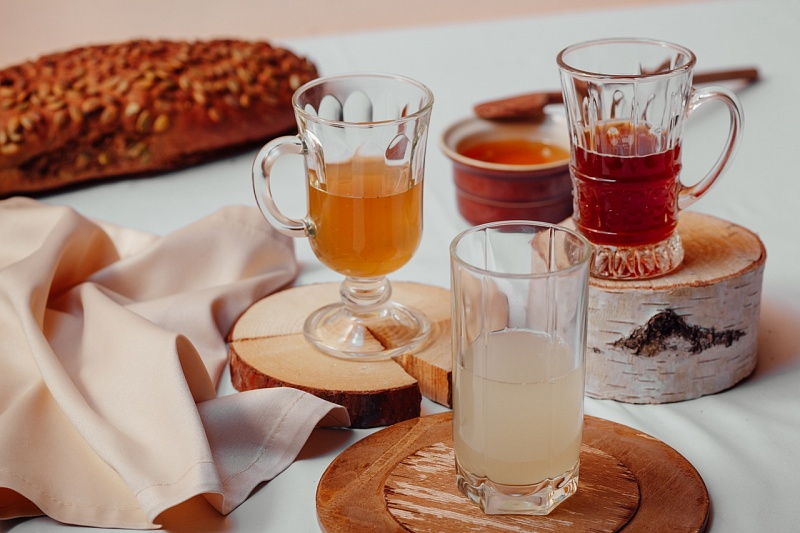 Traditional Russian drinks tasting